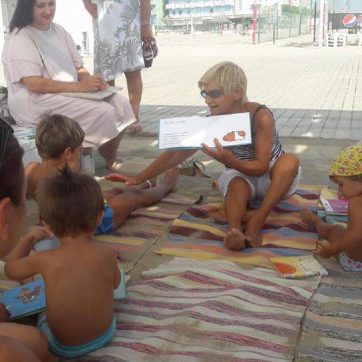 Leggimi un libro in riva al mare: letture per bambini sulla spiaggia