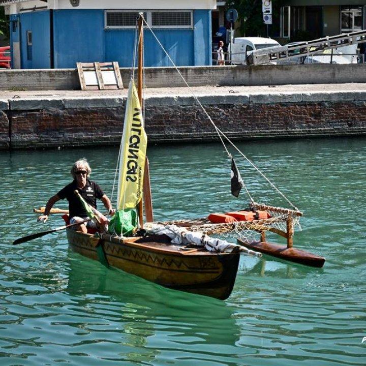 Traversata in solitaria a bordo di una piroga: l'impresa di Stefano Boari