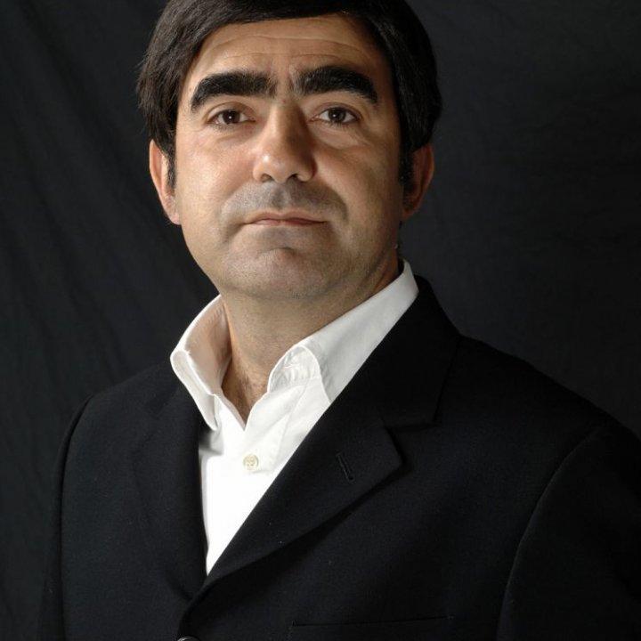 Elio inaugura la nuova stagione del Teatro Astra di Bellaria